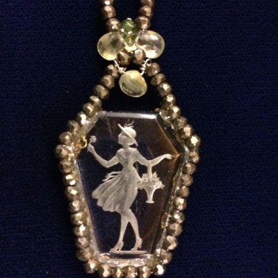 Joli 1960s Crystal Necklace