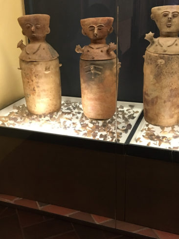 Zenu burial urns